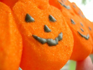 7 HALLOWEEN CANDY CURES FOR MIGRAINE HEADACHE SYMPTOMS, WWW.MIGRAVENT.COM